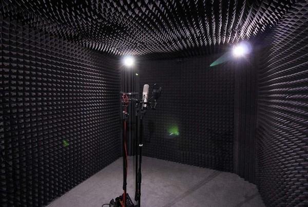 На фото – студия звукозаписи